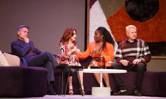 O elenco da peça 'A mentira': Frederico Reuter, Zezé Polessa, Karin Hils e Miguel Falabella Foto: Vitor Zorzal / Divulgação