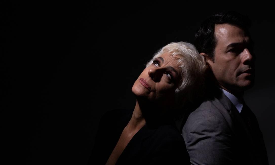 Claudio Lins e Soraya Ravenle, em cena da peça 'Monstros' Foto: Janderson Pires / Divulgação