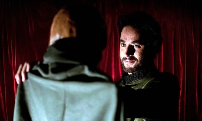 O ator Marcio Nascimento, em cena da peça 'Iago' Foto: Daniel Barboza / Divulgação