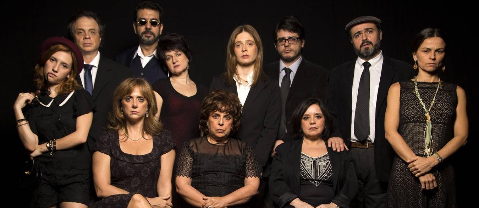 O elenco da peça 'Agosto' Foto: Silvana Marques / Divulgação