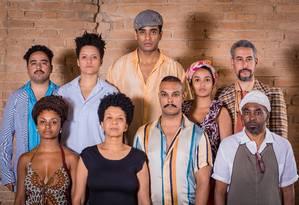 O elenco da peça 'Gota d'água {preta}' Foto: Evandro Macedo / Divulgação