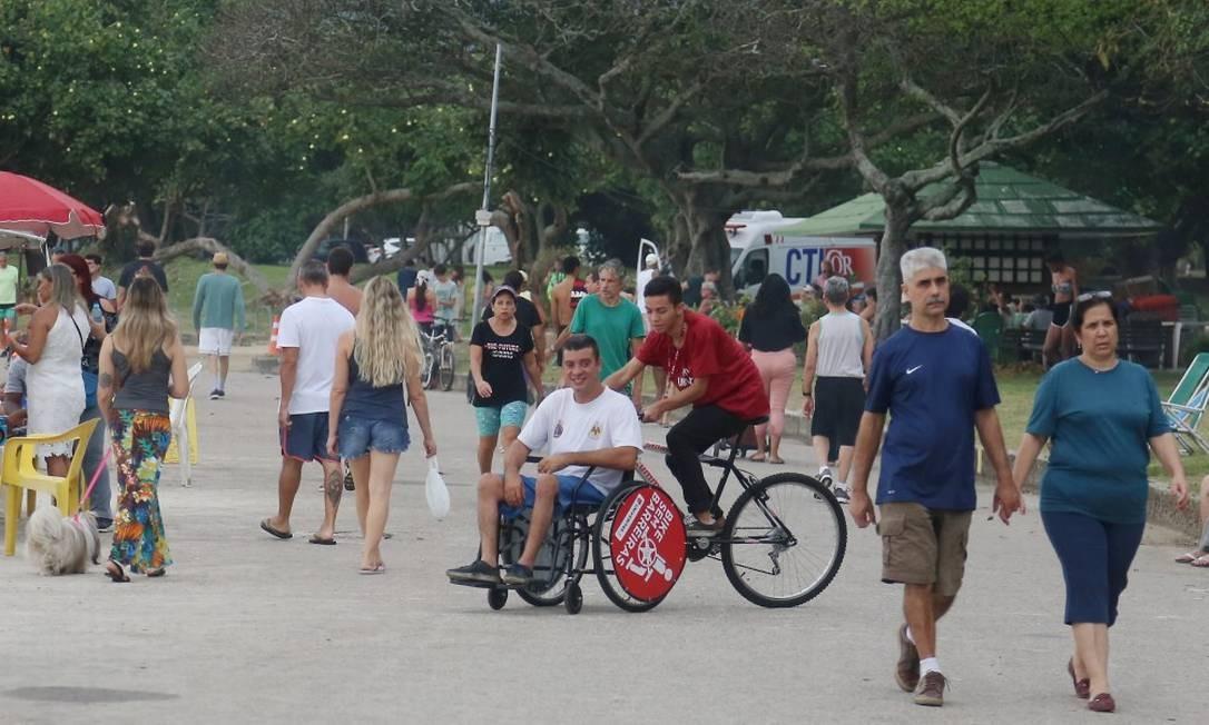 Os passeios são feitos na orla do Aterro do Flamengo, todos os domingos, das 9h ao meio-dia Foto: Fabiano Rocha / Agência O Globo