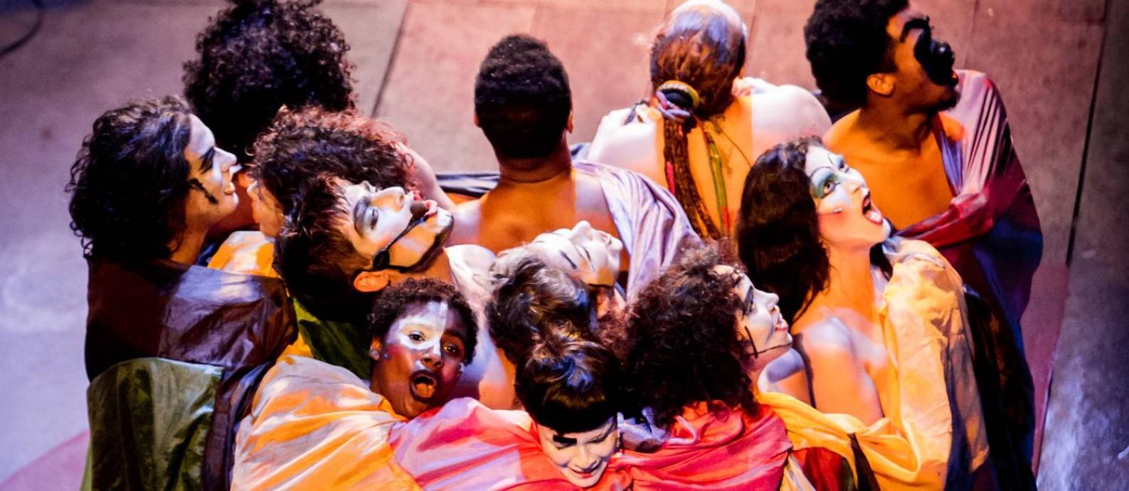 Cena da nova montagem da peça 'Roda viva', do Grupo Oficina Foto: Paula Caldas / Divulgação