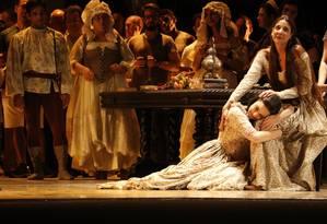 Cena de montagem do Teatro Municipal para a ópera 'Eugene Oneguin', de Tchaikovsky Foto: Divulgação