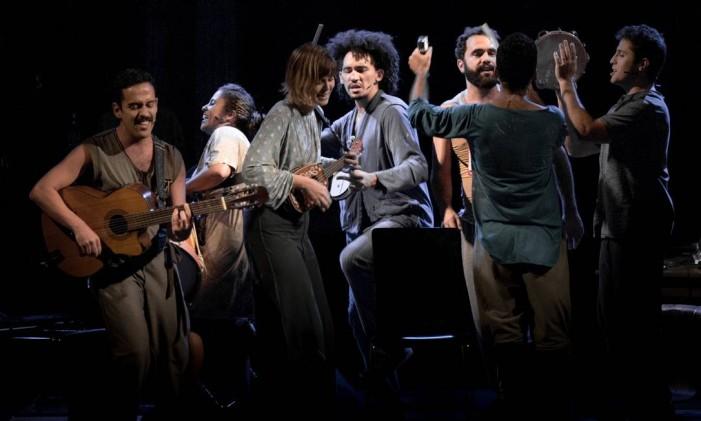 Cena do espetáculo 'A hora da estrela', com a Definitiva Cia. de Teatro Foto: Ricardo Brajterman / Divulgação