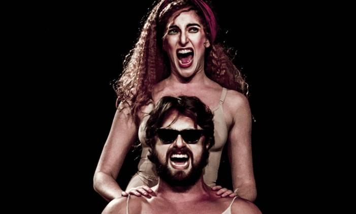 Carolina Ferman e Marcel Giubilei, em cena da peça 'Ielda — Comédia trágica' Foto: Fernando Machado / Divulgação