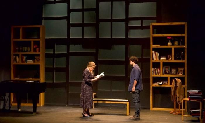Tania Bondezan e Luciano Andrey, em cena da peça 'A Golondrina' Foto: Odilon Wagner / Divulgação