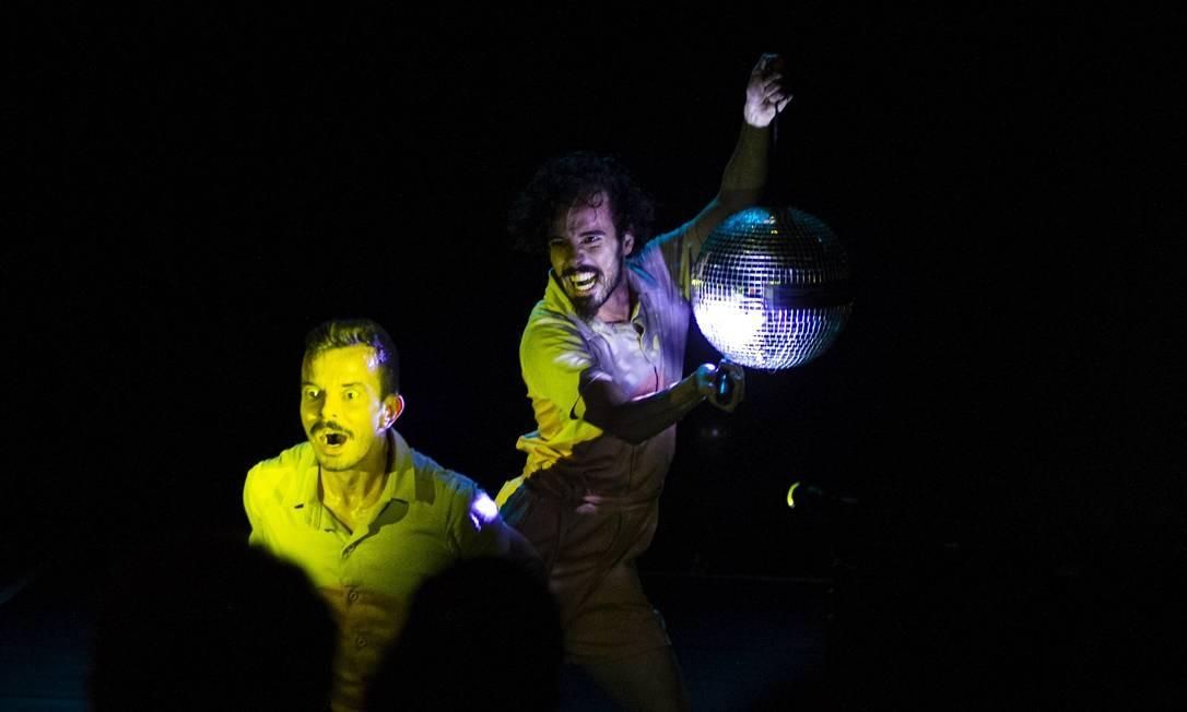 Cena do espetáculo 'Dança boba', da Companhia Ateliê do Gesto Foto: Lu Barcelos / Divulgação
