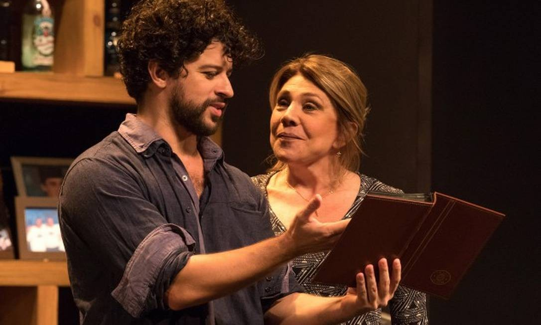 Luciano Andrey e Tania Bondezan, em cena da peça 'A golondrina' Foto: João Caldas / Divulgação