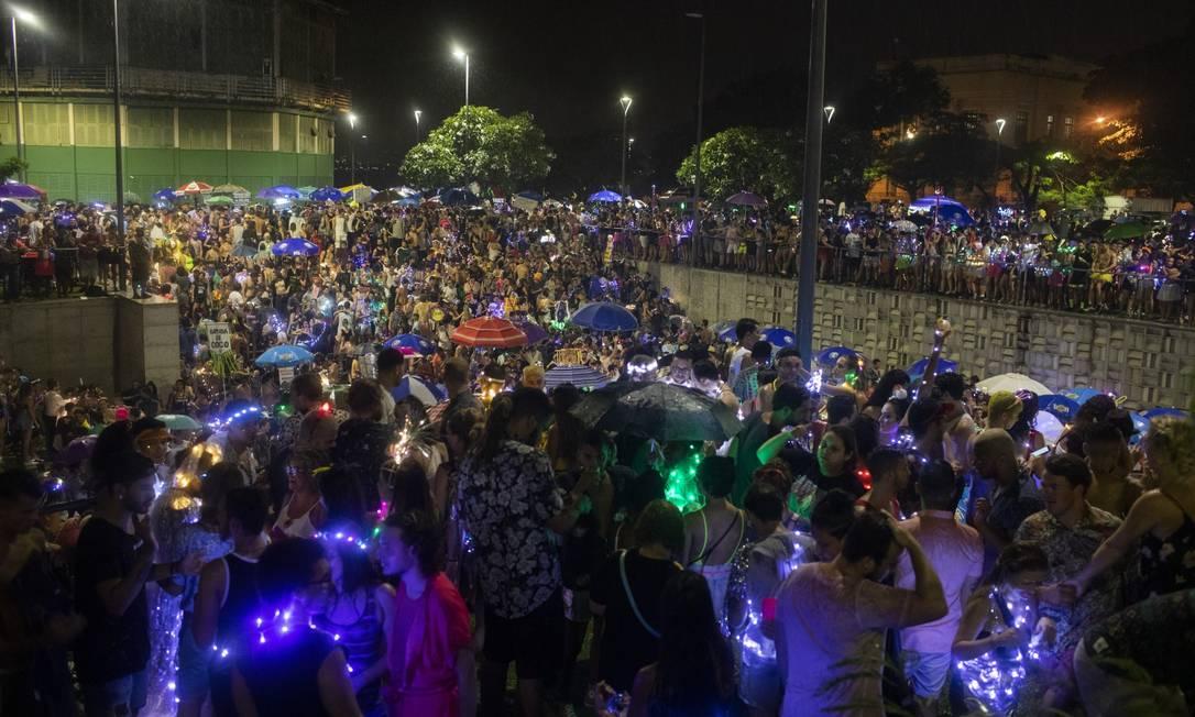 O desfile do bloco Minha Luz é de LED na Praça Marechal Âncora, no Centro do Rio, em 2019 Foto: Gabriel Monteiro / Agência O Globo