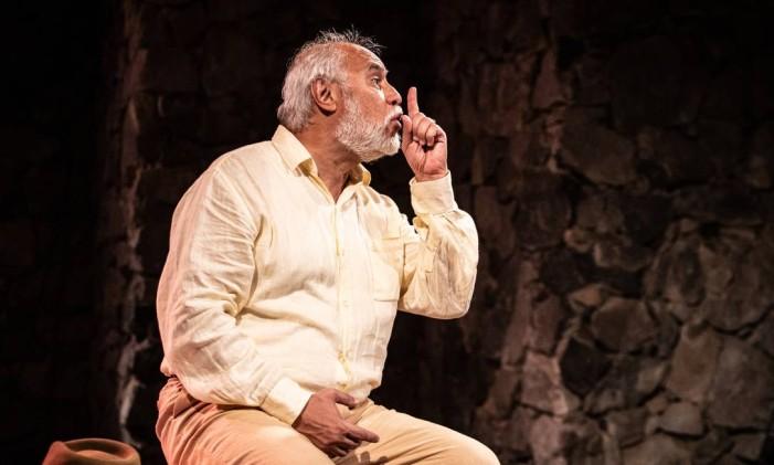 O ator Gilson de Barros, em cena da peça 'Riobaldo' Foto: Renato Mangolin / Divulgação