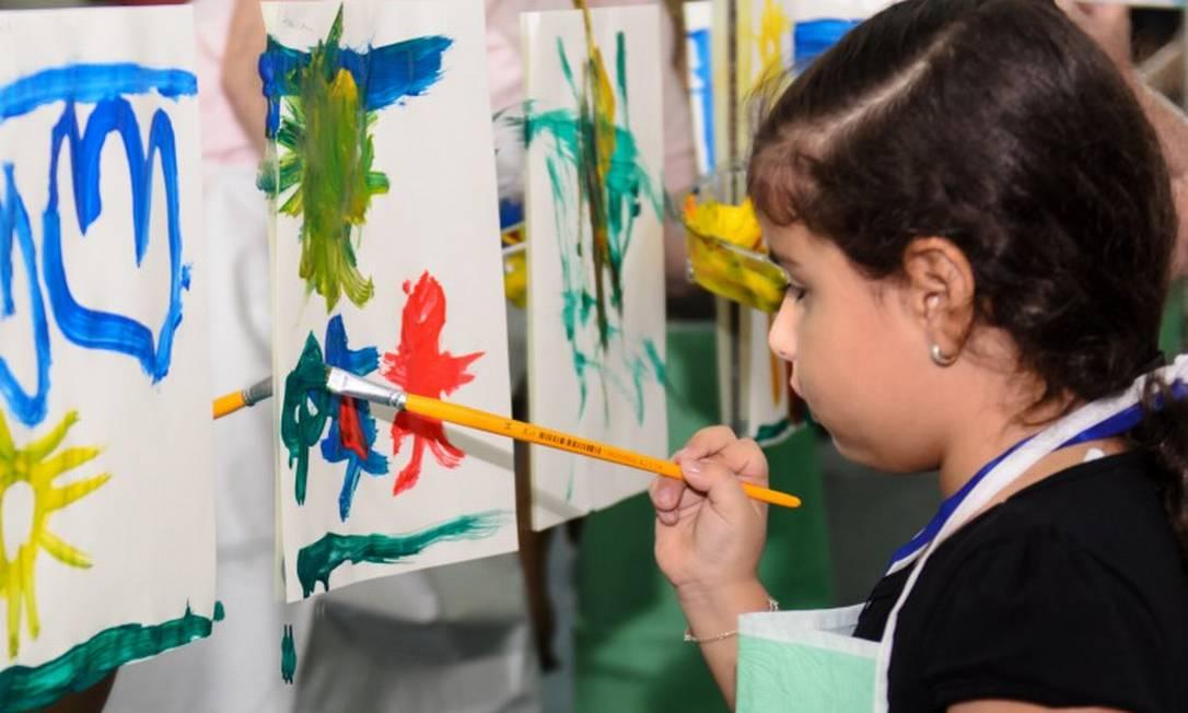 Criança participa de oficina de pintura Foto: Brunna Sobral / Divulgação