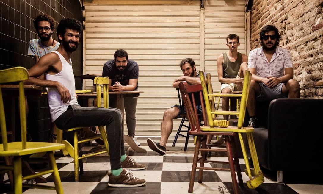 O grupo de teatro Magiluth: companhia pernambucana se dedica a performance que une diferente plataformas virtuais Foto: Pedro Escobar / Divulgação