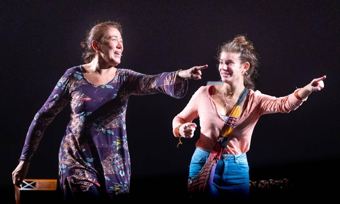 Lilia Cabral e Giulia Bertolli em cena da peça 'A lista' Foto: Ricardo Brajterman / Divulgação