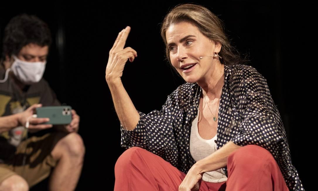 Luz, câmera, teatro: Maitê Proença em cena de peça transmitida virtualmente Foto: Ana Branco / Agência O Globo