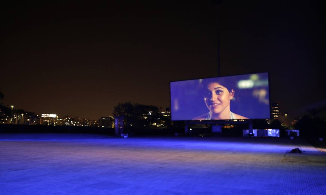 """Telecine Open Air drive-in, na Marina da Glória: na tela, o filme """"Central do Brasil"""", de Walter Salles Foto: Luiza Moraes / Agência O Globo"""