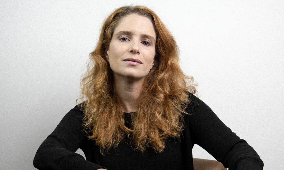 A atriz Julia Lund, da Polifônica Cia Foto: Luiz Felipe Reis / Divulgação