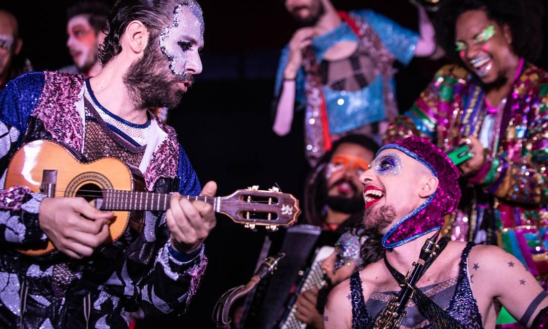 """Cena do musical """"Jacksons do Pandeiro"""", da Cia Barca dos Corações Partidos Foto: Renato Mangolin / Divulgação"""