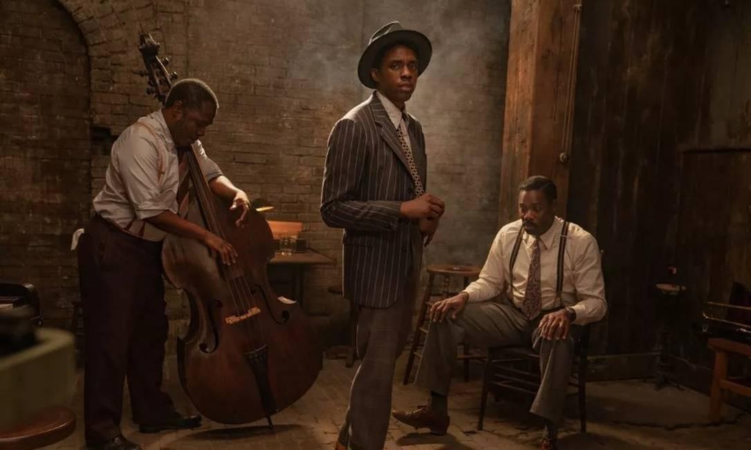 Michael Potts, Chadwick Boseman e Colman Domingo em cena do filme 'A voz suprema do blues' Foto: Divulgação
