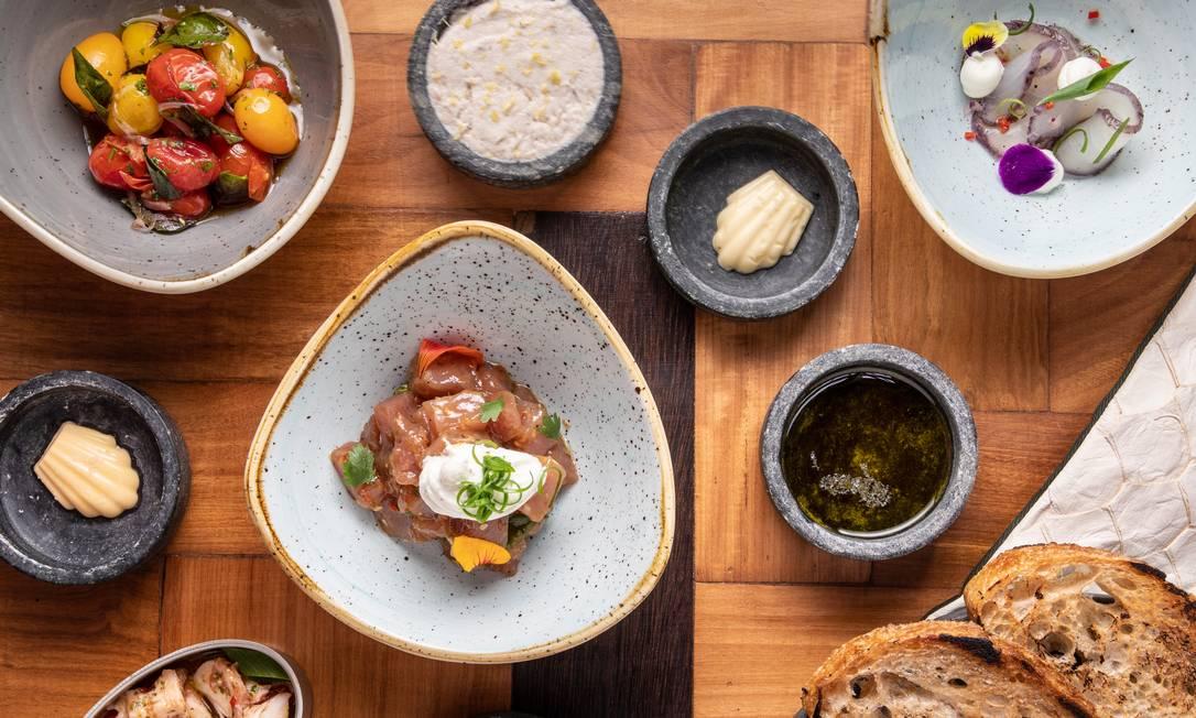 Pratos do restaurante Escama, de Ricardo Lapeyre Foto: Tomás Rangel / Divulgação