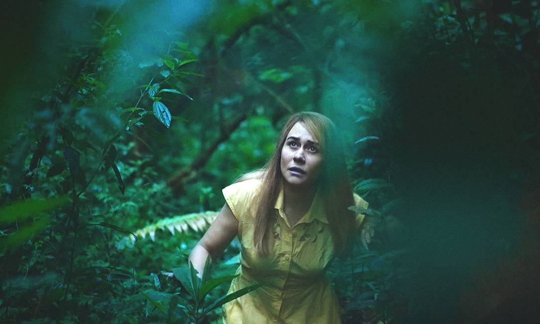 Alessandra Negrini em cena da peça-filme 'A árvore' Foto: Divulgação