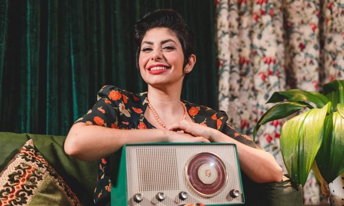 A atriz Luísa Vianna em cena da websérie 'Rádio Acordar o Tempo' Foto: Bleia Campos / Divulgação
