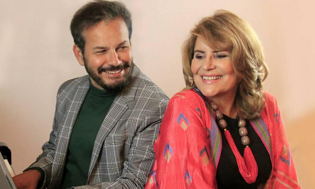 Sylvia Bandeira e Mauricio Baduh em cena do musical 'CharlesAznavour — Um romance inventado' Foto: Divulgação