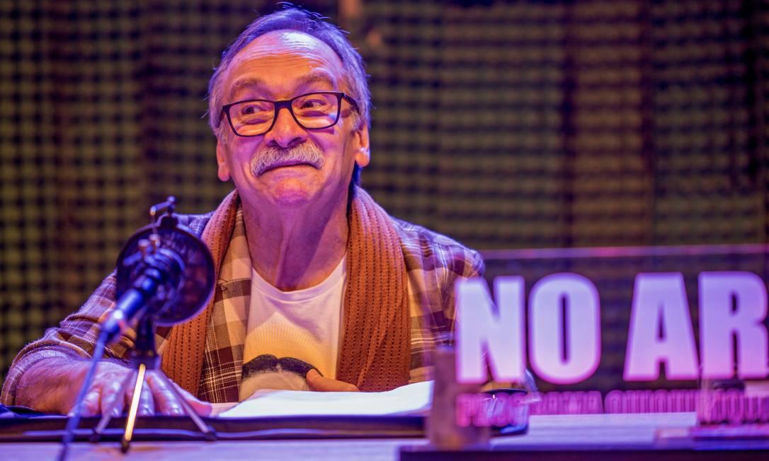 O ator Luiz Damasceno em cena do espetáculo on-line 'Só ópera' Foto: Ronaldo Gutierrez / Divulgação