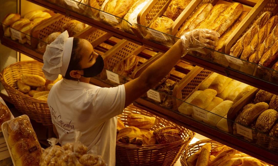 Talho Capixaba, no Leblon: variedade de pães Foto: Leo Martins / Agência O Globo