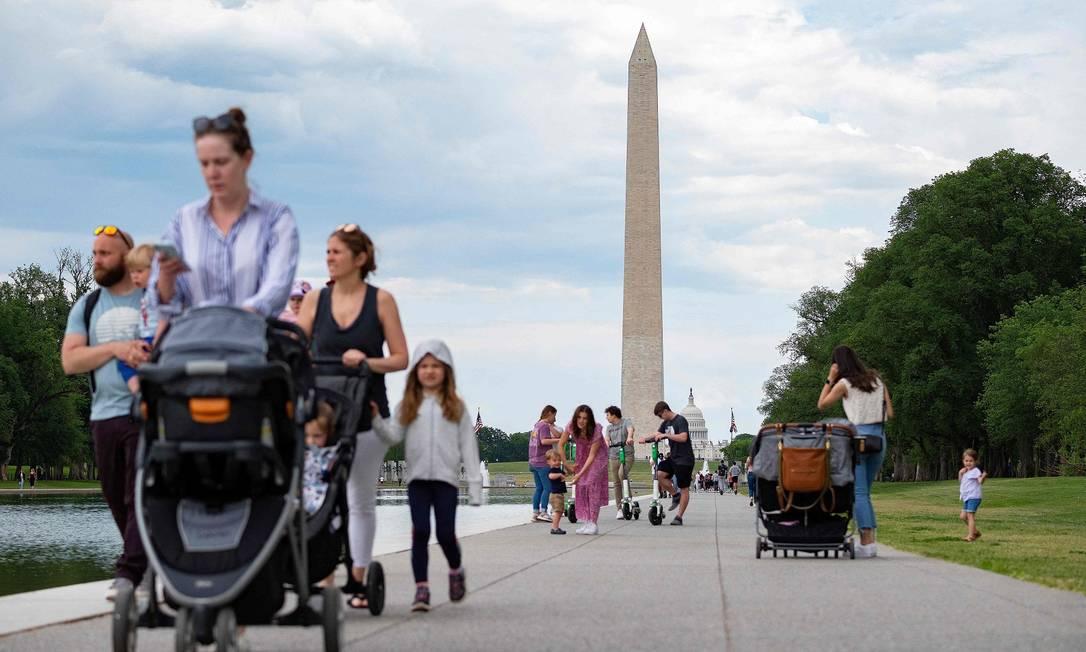 Turistas e moradores de Washington passeiam sem máscara Foto: JIM WATSON / AFP