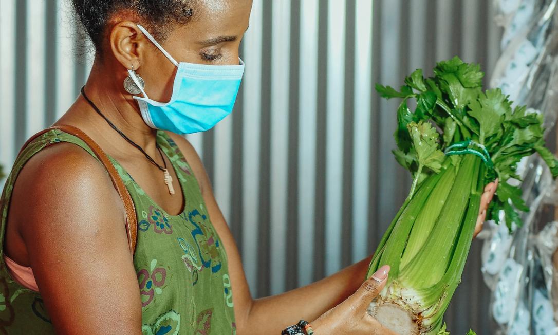 Pesquisa aponta que pacientes que não seguiam as dietas à base de vegetais e peixe tinham quase quatro vezes mais chances de ter complicações da Covid Foto: Canva