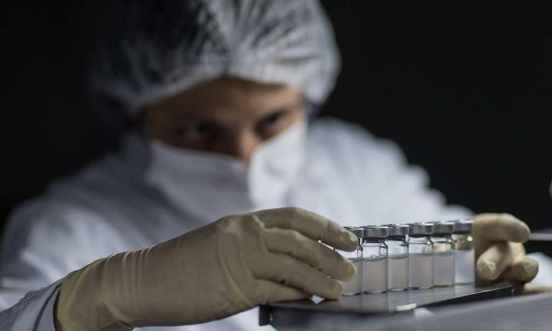 Produção da vacina CoronaVac no Instituto Butantan, em São Paulo (23-4-21). Foto: Edilson Dantas / Agência O Globo