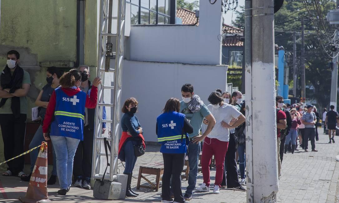 Fila para vacinação contra a Covid em São Paulo. Foto: Edilson Dantas / Agência O Globo
