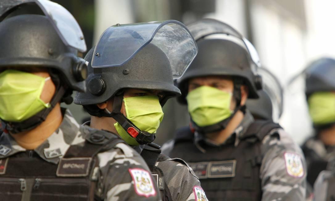 Policiais em Belém usam máscaras contra a Covid-19 Foto: FramePhoto / Agência O Globo